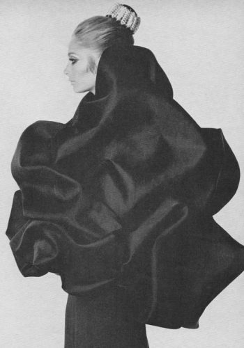 us vogue 09 1967 haute couture sue_murray_balenciaga_3 3